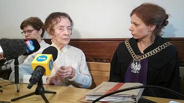 101-letnia Stefania Chlebowska i sędzia Renata Żurowska podczas rozprawy w poznańskim sądzie