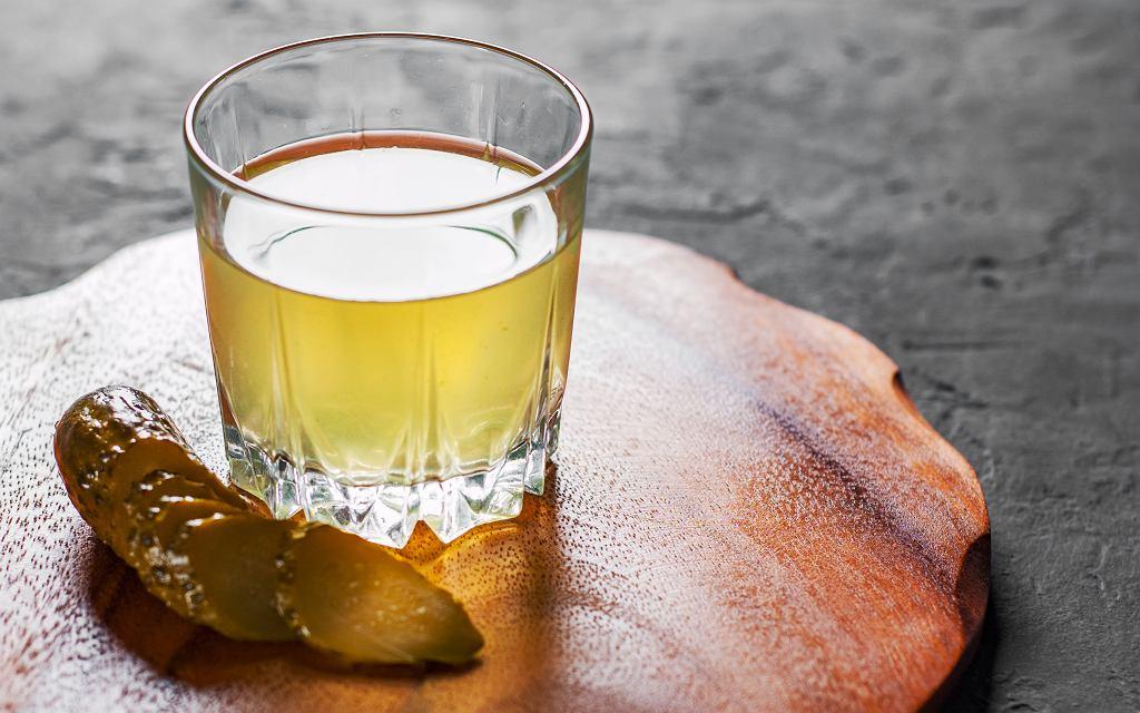 Drinki z wodą po ogórkach kiszonych
