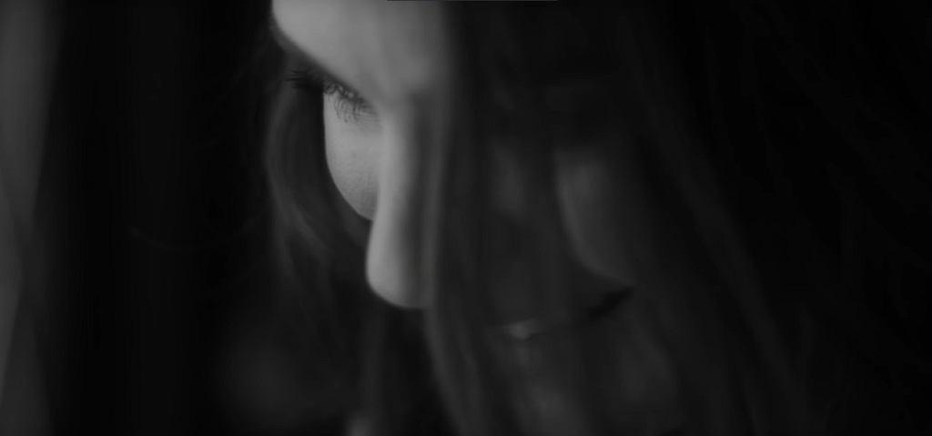 Natalie Portman w teledysku Jamesa Blake'a 'The Willing Heart' / screen z YouTube