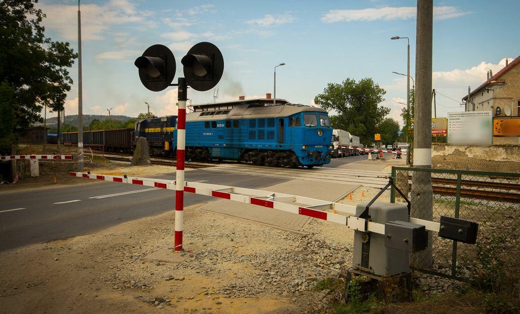 Zmodernizowany przejazd drogowo - kolejowy w Strzegomiu.