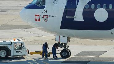 Samolot w barwach PLL LOT