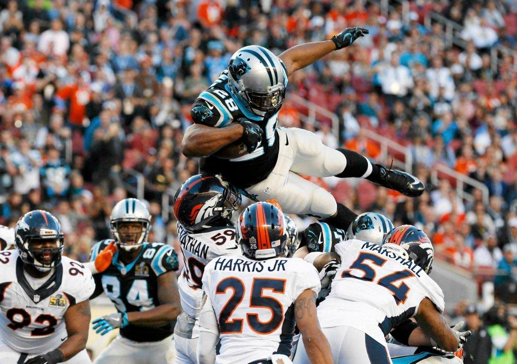 Super Bowl 2016. Jonathan Stewart zdobywa przyłożenie dla Carolina Panthers