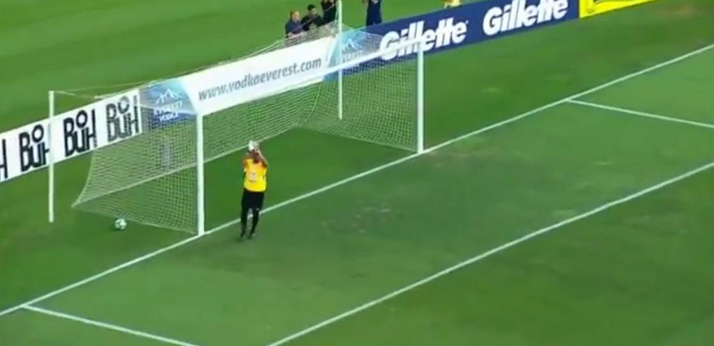 Nawet bramkarz bił Ronaldinho brawo