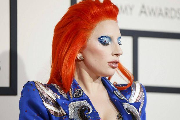 Lady Gaga na gali Grammy 2016 składa hołd Davidowi Bowiemu