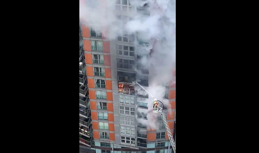 Londyn. Pożar w 19-piętrowym wieżowcu