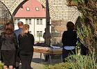 Proboszcz odmówił godnego pochówku. Pogrzeb z otwartą trumną odbył się przed cmentarną bramą