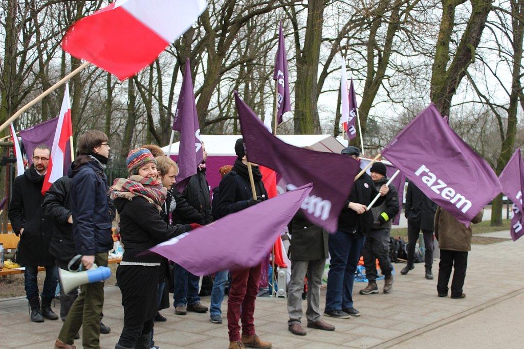 Protest Razem przed KPRM (fot. Michał Gostkiewicz)