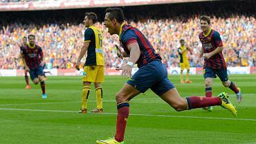 Alexis Sanchez cieszy się z gola dla Barcelony