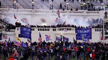 Izba Reprezentantów zadecydowała w środę o powołaniu komisji śledczej w sprawie ataku zwolenników Donalda Trumpa na Kapitol (na zdjęciu - 6 stycznia 2021)