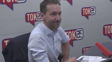 Piotr Kraśko w studiu TOK FM.