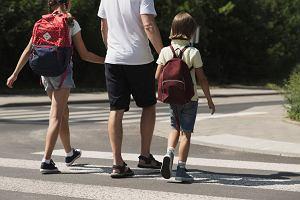 Jak nie dostać groszy za złamaną nogę? Trudny wybór ubezpieczenia NNW dla dziecka