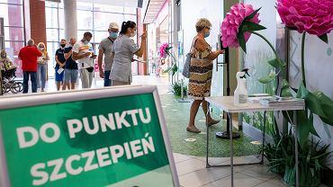 Punkt szczepień przeciwko COVID-19 w galerii handlowej Focus Mall w Bydgoszczy