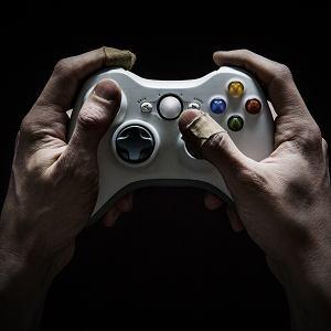 Mężczyźni unikają seksu, grając do późna w gry wideo lub pracując po godzinach