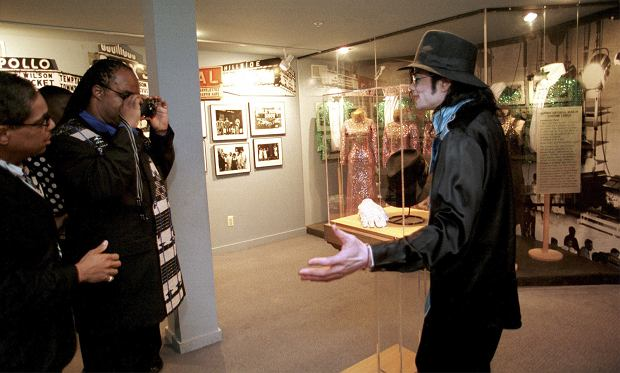 TYLKO DLA RADIA ZŁOTE PRZEBOJE!!! photo of Stevie Wonder as he prepares to take a photo of Michael Jackson inside the Motown Museum during their tour of the museum with Esther Edwards. photo by:Clarence Tabb,Jr.