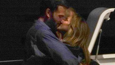 Jennifer Lopez świętuje 52. urodziny w Saint-Tropez i nie może odkleić się od Bena Afflecka. Wybrali się na romantyczną randkę