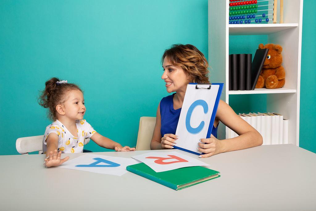 Jak nauczyć dziecko głoskować? Naukę warto rozpocząć jak najwcześniej. Zdjęcie ilustracyjne