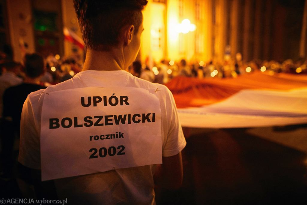 Protest przeciwko zmianom w sądownictwie pod gmachem sądu na placu Dąbrowskiego w Łodzi