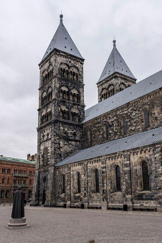 Monumentalna katedra w Lund jest najczęściej odwiedzanym kościołem w Szwecji i przyciąga co roku około 700 tys. zwiedzających