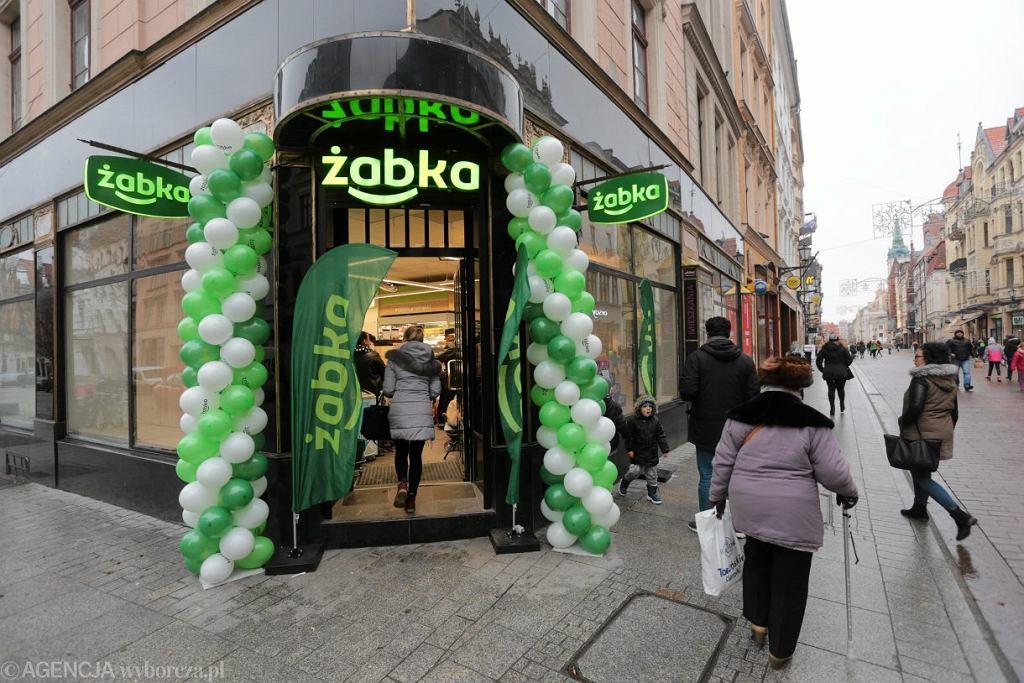 Sklep sieci Żabka w Toruniu.
