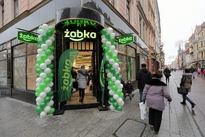 """""""Nie dajemy rady, boimy się."""" Żabka zmusza franczyzobiorców do otwierania sklepów w niedziele?"""