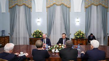 Andrzej Duda spotkał się z KRRiT. Upomniał radę i przypomniał, że na mediach ciąży odpowiedzialność