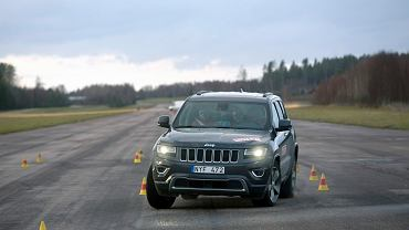 2014 Jeep Grand Cherokee podczas testu łosia
