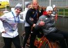 A Zbyszek Bródka i jego nowy najlepszy przyjaciel z Holandii jeżdżą sobie razem po wiosce olimpijskiej