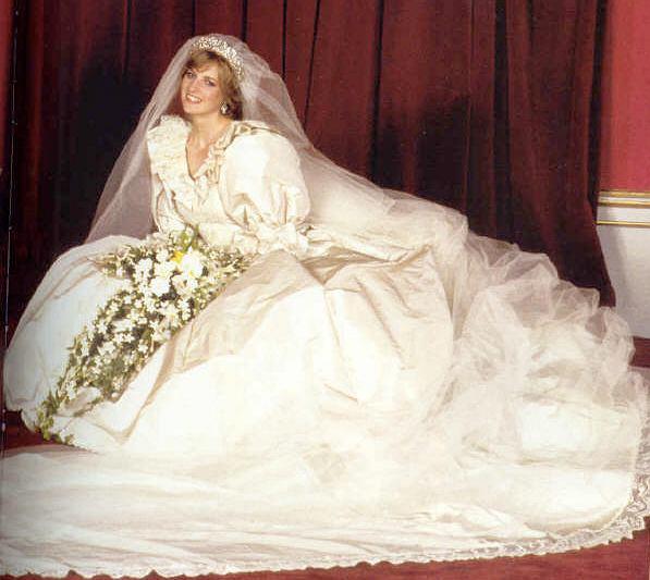 Księżna Diana w sukni ślubnej