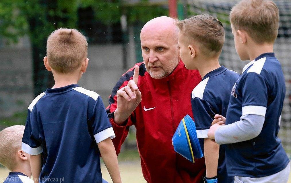 Jacek Cyzio, były piłkarz Legii na zajęciach w swojej szkółce piłkarskiej w Pruszkowie