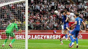 Cezary Kulesza reaguje na mecz z reprezentacją Anglii.