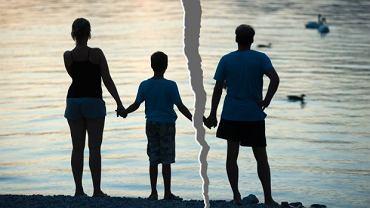 Triangulacja to układ, w którym do związku dwojga włączana jest trzecia osoba, najczęściej dziecko