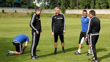 Sztab trenerski Ruchu w dyskusji z zawodnikami
