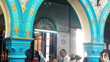 Żydzi z całego świata spotykają się co roku w tunezyjskiej synagodze La ghriba.