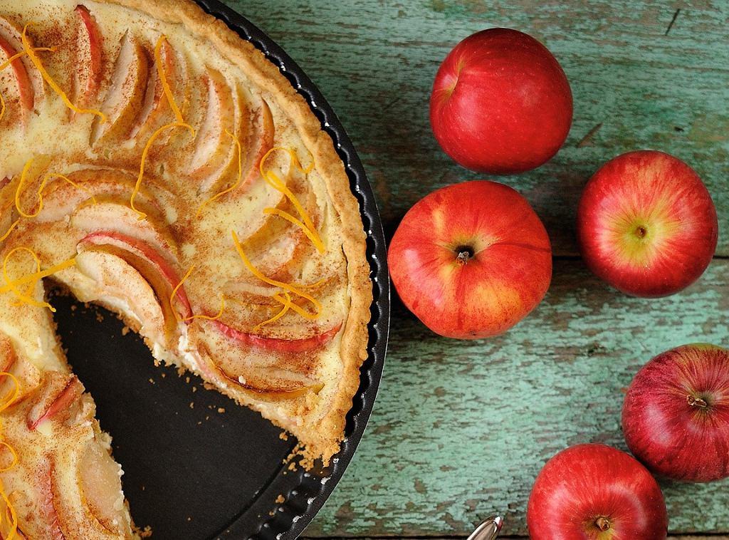 Tarta pełnoziarnista orzechowa z jabłkami
