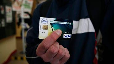 Karta płatnicza pozwala odzyskać pieniądze za zakupy dzięki procedurze chargeback