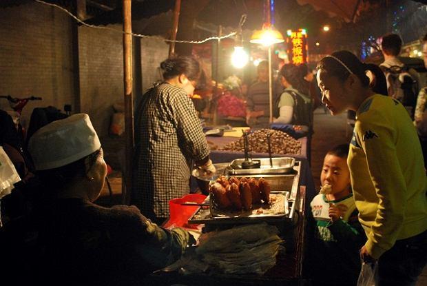 Dzielnica muzułmańska nocą, Xian, Chiny