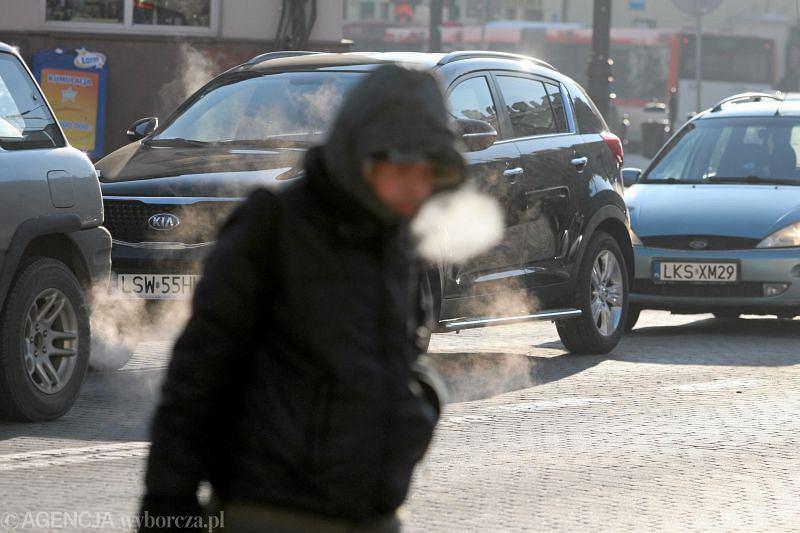 W weekend na drogach i chodnikach może być bardzo ślisko.