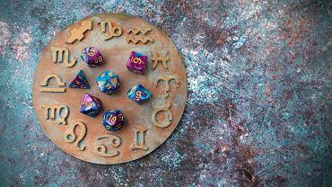 Horoskop dzienny na środę 10 lutego - Bliźnięta będą dziś psuć komuś szyki, Barany padną ofiarą intrygi. Zdjęcie ilustracyjne
