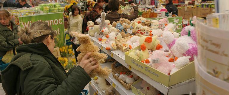 Eksperci z PKO BP radzą: W Wielkie Piątki kolejki w sklepach są najdłuższe