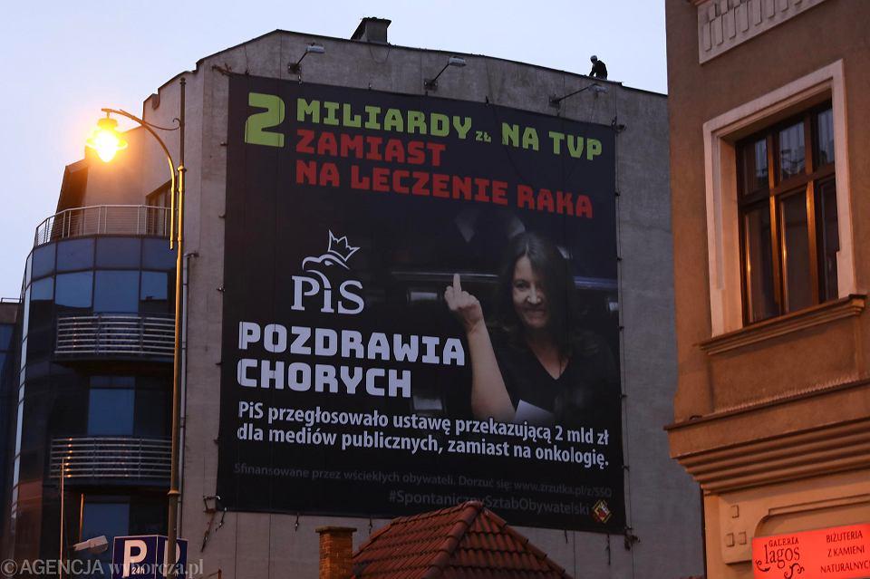Baner z gestem Joanny Lichockiej pojawił się wcześniej m.in w Krakowie