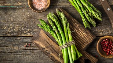 Szparagi gotowane, zapiekane, w sałatce i z makaronem. Szparagi w maju odmieniamy przez wszystkie przypadki.