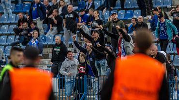 Kibice Ruchu Chorzów podczas meczu z Błękitnymi Stargard
