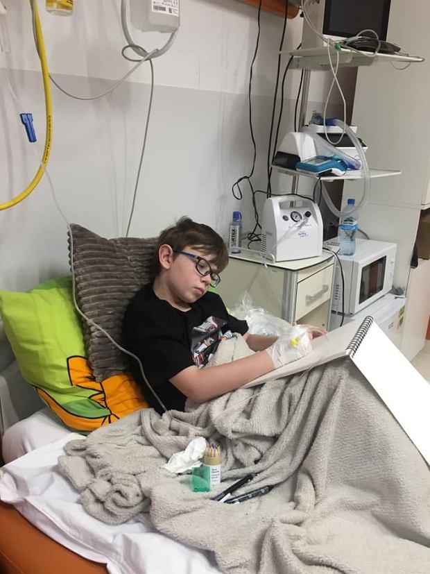 Bruno w szpitalu nie marnuje czasu. Szkicuje, maluje, tworzy