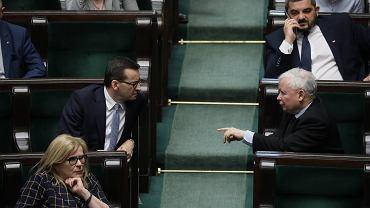 Premier rządu PiS Mateusz Morawiecki i jego partyjny zwierzchnik, wicepremier Jarosław Kaczyński podczas głosowań nad poprawkami Senatu do ustawy o wyborach prezydenckich w 2020 roku