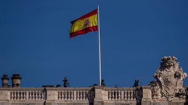 """Maseczki w miejscach publicznych i rejestr niezaszczepionych. W Hiszpanii """"dekret o nowej normalności"""""""