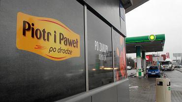Stacja benzynowa BP ze sklepem Piotr i Paweł po Drodze przy Al. Jerozolimskich w Warszawie