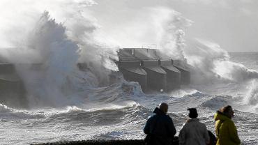 Wiatr w Wielkiej Brytanii w porywach osiągał prędkość niemal 160 km/h