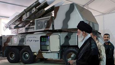 Najwyższy przywódca Iranu Ali Chamenei w bazie wojskowej