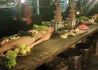 To jest restauracja czy dom publiczny? Goście nie kryli oburzenia, kiedy serwowano im jedzenie na ciałach nagich modelek