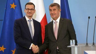 Premierzy Polski i Czech Mateusz Morawiecki Andrej Babisz podczas spotkania w Warszawie